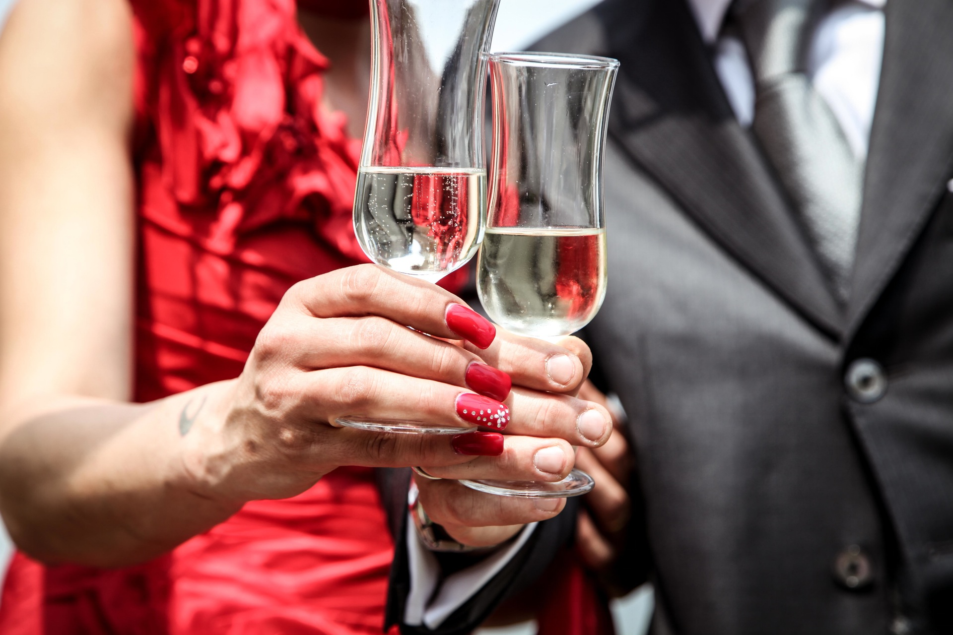 This recipe for a Red Carpet Royal is a traditional champagne cocktail that's dressed for the biggest night in Hollywood. (Pexels photo)