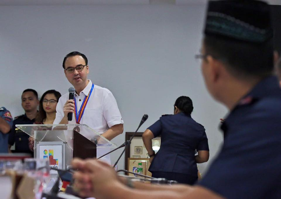 "In a Facebook live video, Sen. Alan Peter Cayetano, who was in Malacanang for ""official work"" said that the cabinet will be meeting to discuss the human rights records in the country. (Photo: Alan Peter Cayetano/ Facebook)"