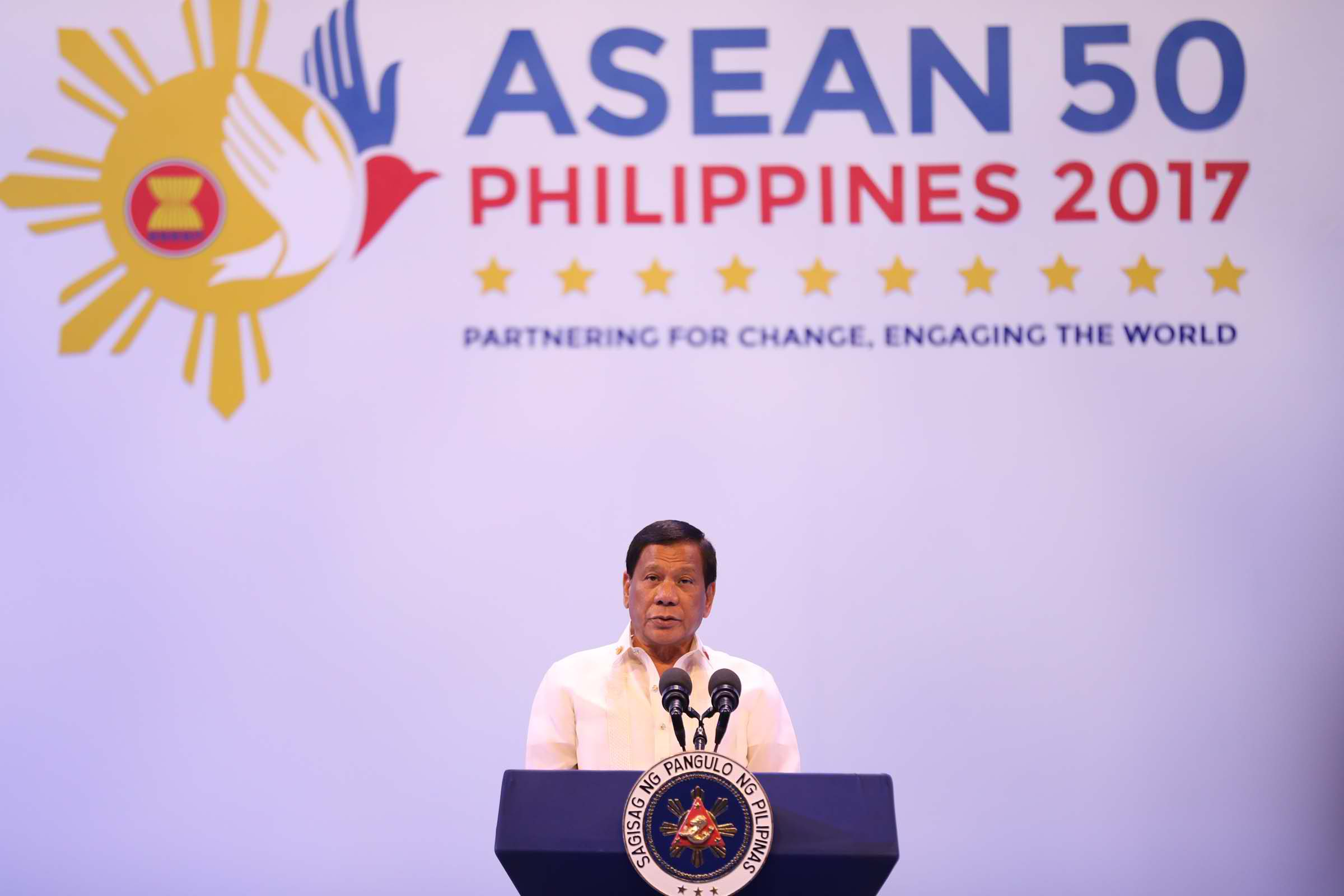 """We acknowledged the importance of ASEAN cooperation in addressing issues that affect peace, security, and prosperity of the region, including terrorism, violent extremism, piracy, human trafficking, and illegal drugs,"" he said as he faced the media prior to his hosting of the gala dinner for the visiting Heads of States and Governments. (Photo: Avito C. Dalan/ Philippine News Agency)"