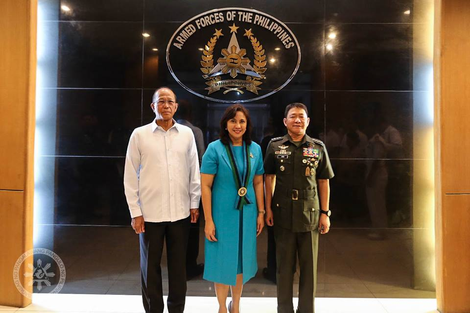 As this develops, DND Secretary Delfin Lorenzana welcomed Robredo for honoring them with her visit. (Photo: Leni Robredo/ Facebook)