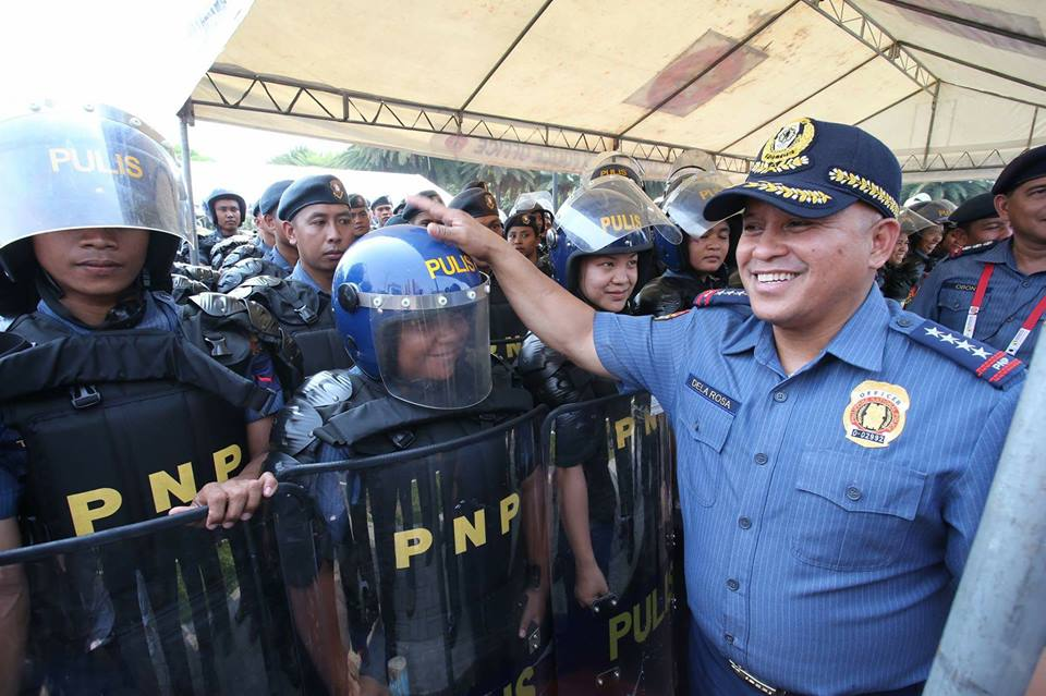 "Philippine National Police (PNP) chief Director General Ronald ""Bato"" Dela Rosa on Thursday advised the 98 new members of the Philippine National Police Academy (PNPA) ""Masidlak Class 2017"" not to choose assignment as new policemen. (Photo: Philippine National Police/Facebook)"