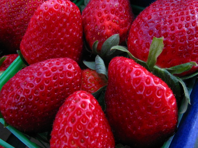 Strawberries are grown in all 50 states and, depending on the state, the season can be as short as a few weeks or as long as 11 months.  (Photo: Clyde Robinson/ Flickr)