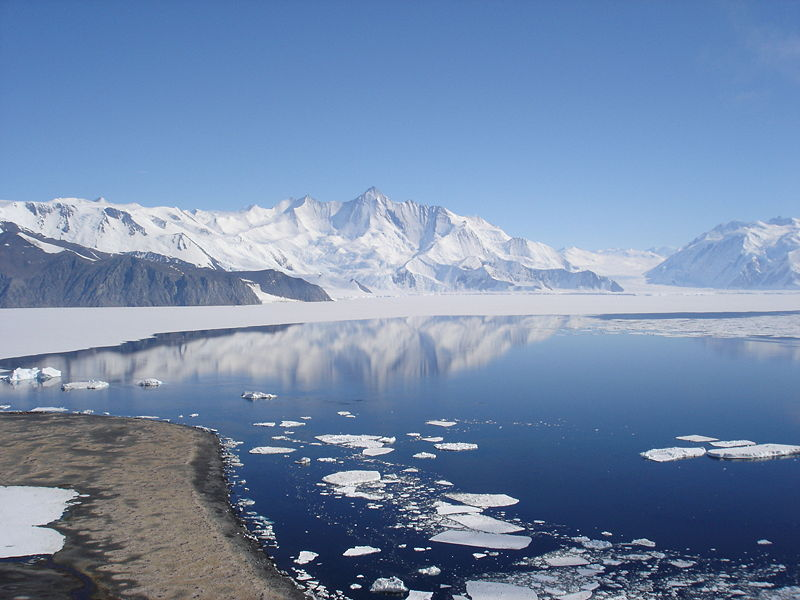 Researchers at Columbia University's Earth Institute have discovered that the melting of the Antarctic ice is happening at a much faster rate than previously believed. (Photo: Andrew Mandemaker/ Wikipedia)