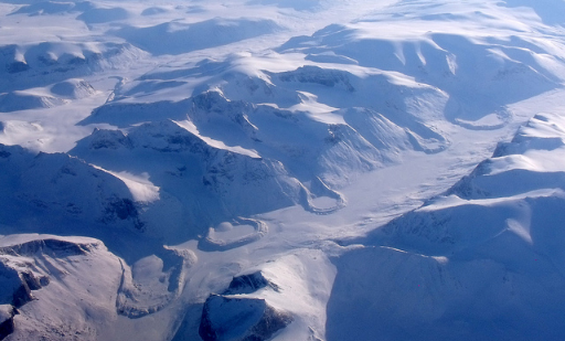 """Scientists have witnessed the first modern case of what they call """"river piracy"""" and they blame global warming. Most of the water gushing from a large glacier in northwest Canada last year suddenly switched from one river to another. (Photo: Mike Beauregard/Flickr)"""