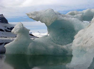 More than 400 icebergs have drifted into the North Atlantic shipping lanes over the past week in an unusually large swarm for this early in the season, forcing vessels to slow to a crawl or take detours of hundreds of miles. (Photo: claumoho/Flickr)