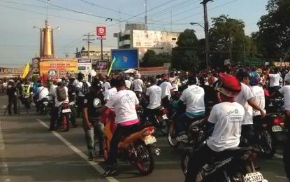 "A total of 3,336 motorcycle riders converged along a stretch of the main highway here and joined the world record attempts for the ""most number of motorcycle engines started simultaneously and motorcycle horns sounded simultaneously"". (Photo: Philippine News Agency)"