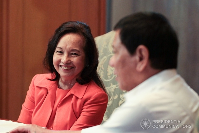 President Rodrigo Duterte and former President Gloria Macapagal-Arroyo share a light moment during a courtesy visit in Malacañang on November 28, 2016.  (Photo: KING RODRIGUEZ/ Presidential Photo)