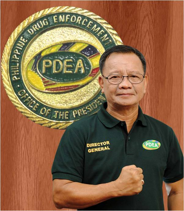"Incoming Customs commissioner Isidro ""Sid"" Lapeña on Tuesday afternoon took his oath of office before President Rodrigo Duterte. (Photo: PDEA)"