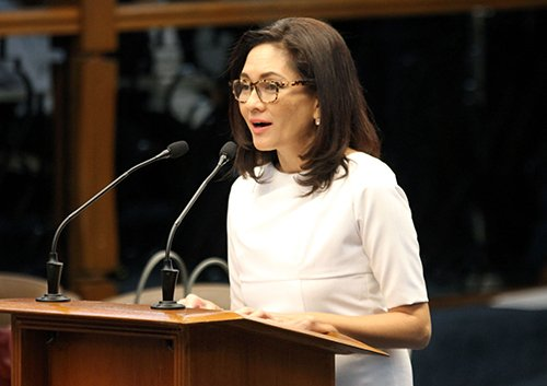 FILE PHOTO: Senator Risa Hontiveros on Monday said she will not be distracted by the wiretapping raps filed against her by the Volunteers Against Crime and Corruption (VACC) for exposing an exchange of text messages between Justice Secretary Vitaliano Aguirre II and a former congressman.  (PNA Photo)