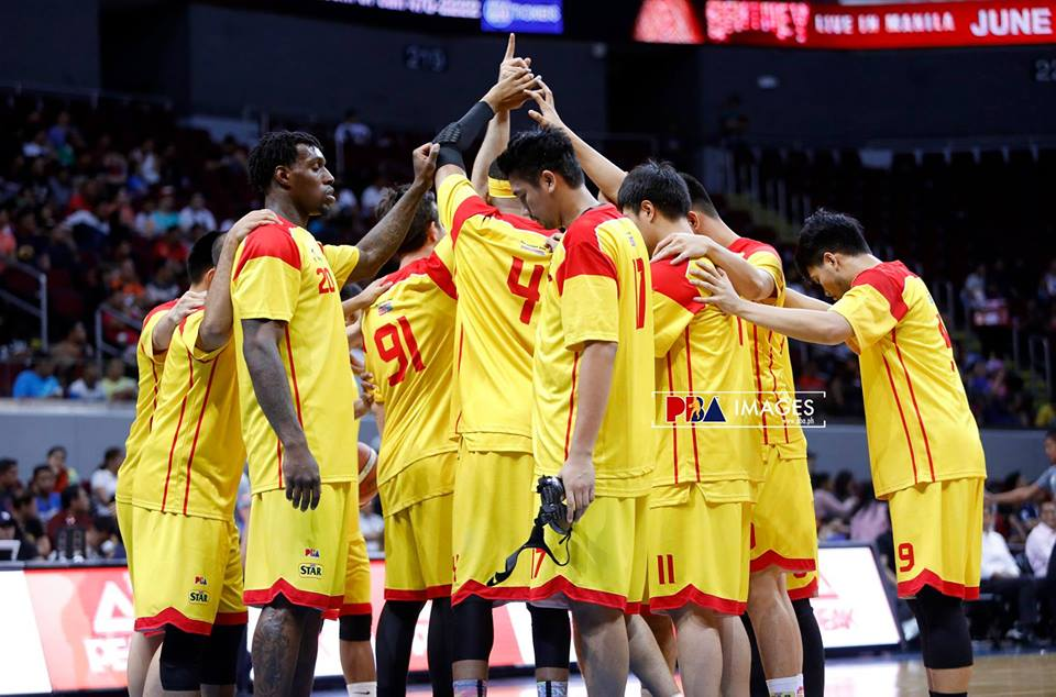 """""""We want to build on what we achieved last season in terms of team chemistry and we aspire to be a serious contender for the title this coming Philippine Cup,"""" said head coach Chito Victolero. (Photo: Magnolia Hotshots/Facebook)"""