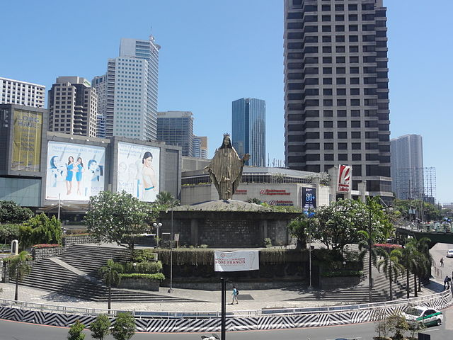 View of EDSA Shrine at E. Delos Santos Avenue (EDSA) corner Ortigas Avenue, Quezon City, Metro Manila as of April 2015. (Photo By Patrick Roque - Taken using my camera with model DSC-HX5V, CC BY-SA 3.0)