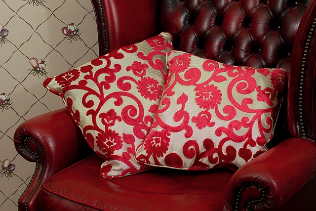 Square throw pillows (scatter cushions) (Photo By Markjones959 - Own work, CC BY-SA 4.0)