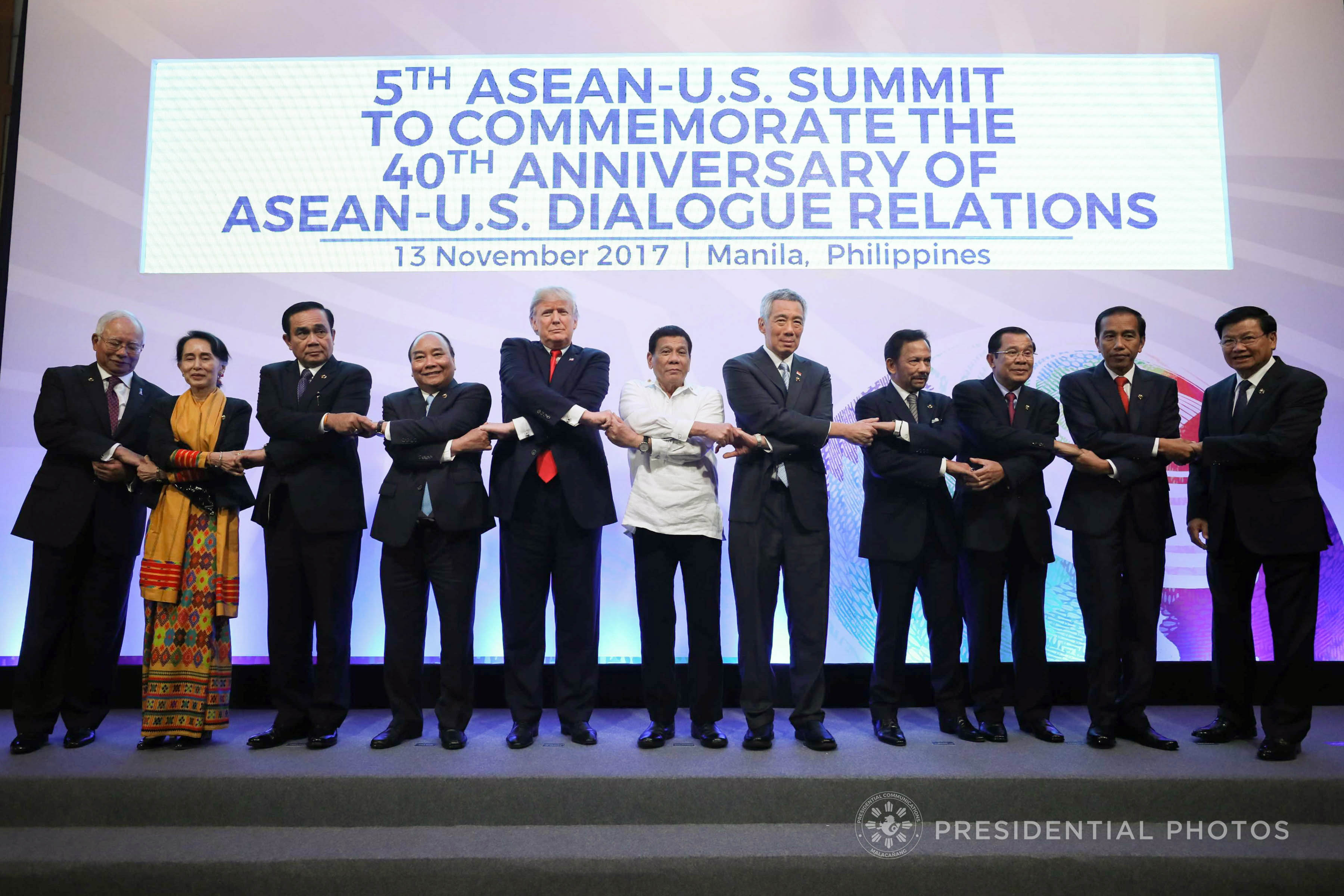 President Rodrigo Roa Duterte, the leaders of the Association of Southeast Asian Nations (ASEAN) member states, and US President Donald Trump do the traditional ASEAN handshake as they pose for a photo prior to the start of 5th ASEAN-US Commemorative Summit at the Philippine International Convention Center in Pasay City on November 13, 2017. (Photo by Ace Morandante/Presidential Photo)