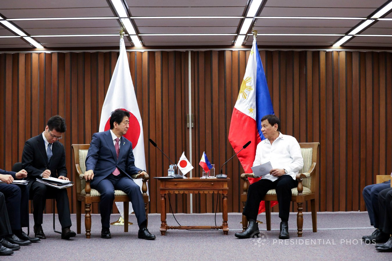 President Rodrigo Roa Duterte and Japan Prime Minister Shinzo Abe discuss matters during their bilateral meeting at the Philippine International Convention Center in Pasay City on November 13, 2017. KARL NORMAN ALONZO/PRESIDENTIAL PHOTO