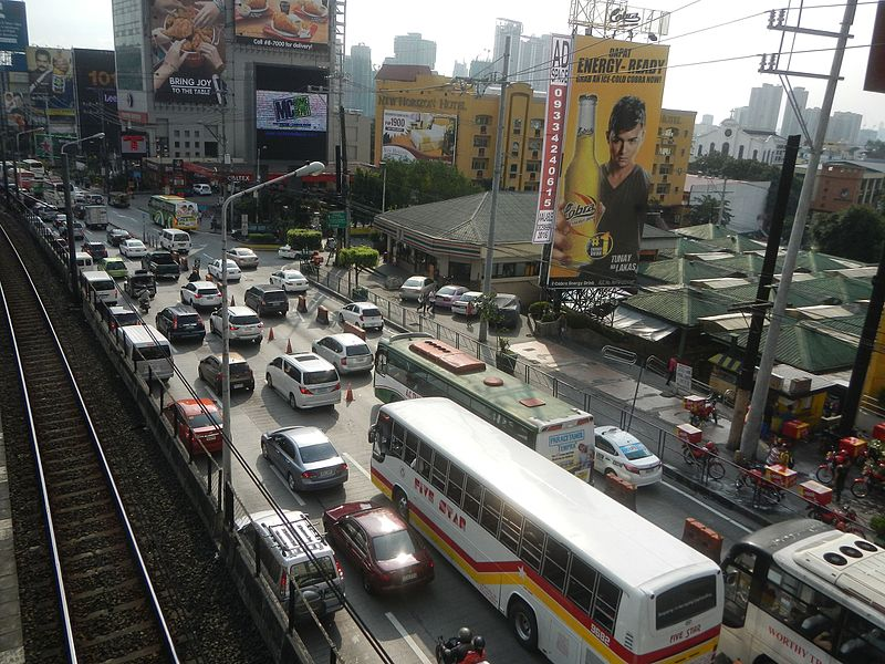 Traffic jam on EDSA (Photo By Judgefloro - Own work, CC0)
