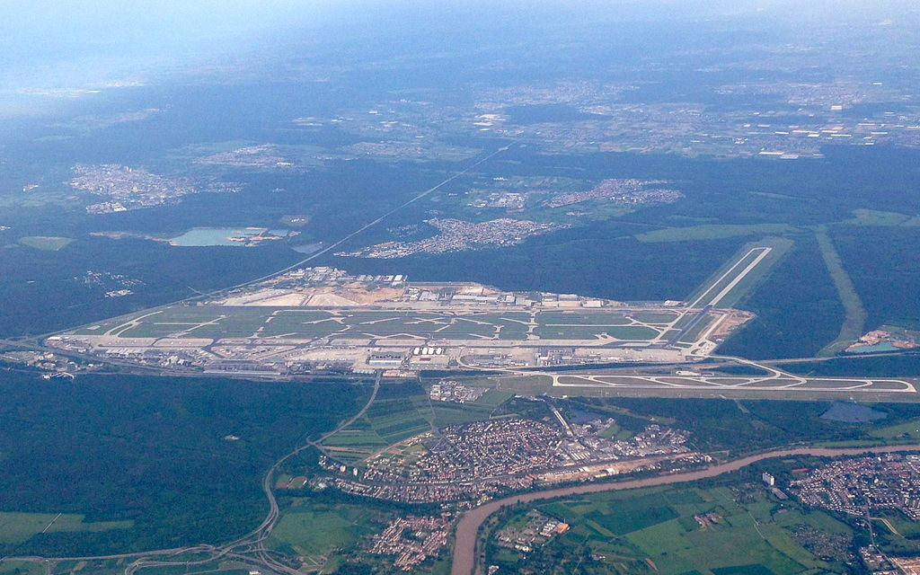 airview of Frankfurt Rhein-Main International Airport (June 2013) (Photo By McNam - Own work, CC BY-SA 3.0)