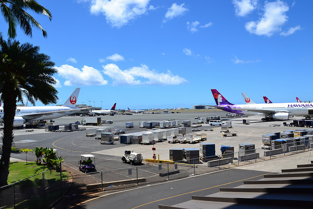 A three-month pilot program allowing ride-hailing services Lyft and Uber to pick up passengers at Honolulu's Daniel K. Inouye International Airport starts this week. (Photo by Simon_sees/Flickr, CC BY 2.0)