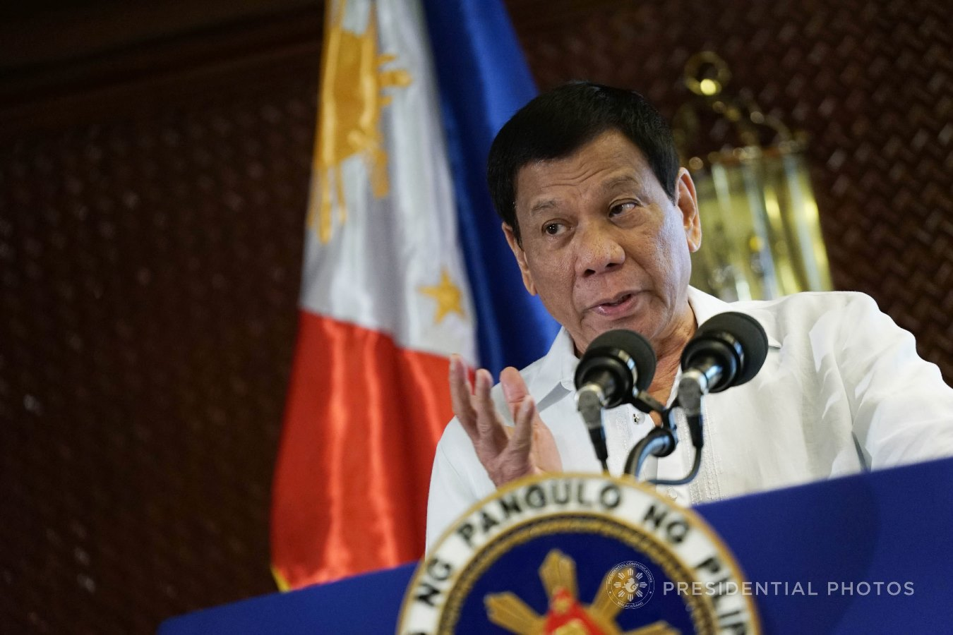President Rodrigo Roa Duterte, in his speech during the oath-taking ceremony of newly-appointed government officials and officers from various private organizations in Malacañan Palace on December 6, 2017, urges businessmen to pay the right taxes and aid the government in eliminating corruption. KING RODRIGUEZ/PRESIDENTIAL PHOTO