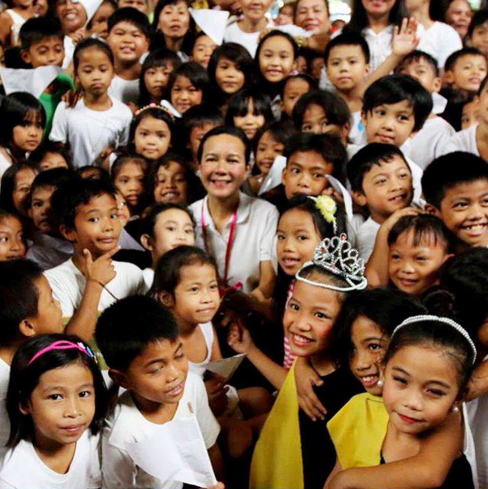 """Poe urged the government to ensure that there will be no repeated of the ill-planned immunization campaign and said that DOH """"should exercise more prudence before approving mass vaccination"""" (Photo: Senator Grace Poe/Facebook)"""