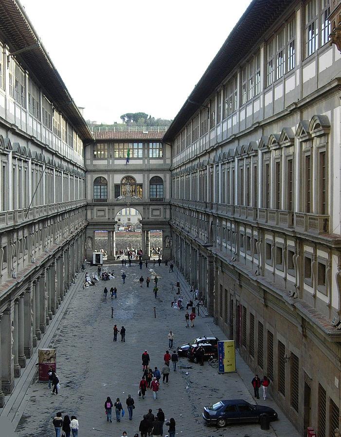 A view at Galleria degli Uffizi from the upper loggia of Palazzo Vecchio. (Photo By Samuli Lintula - Wiki Commons, CC BY 3.0)