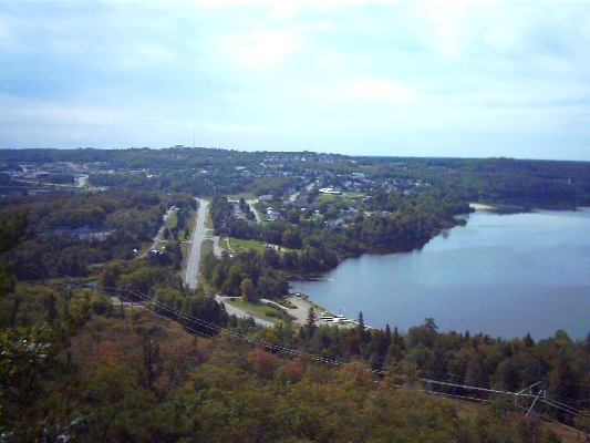 The city of Elliot Lake; the lake on the right (Photo by Wikimedia Commons, Public Domain)