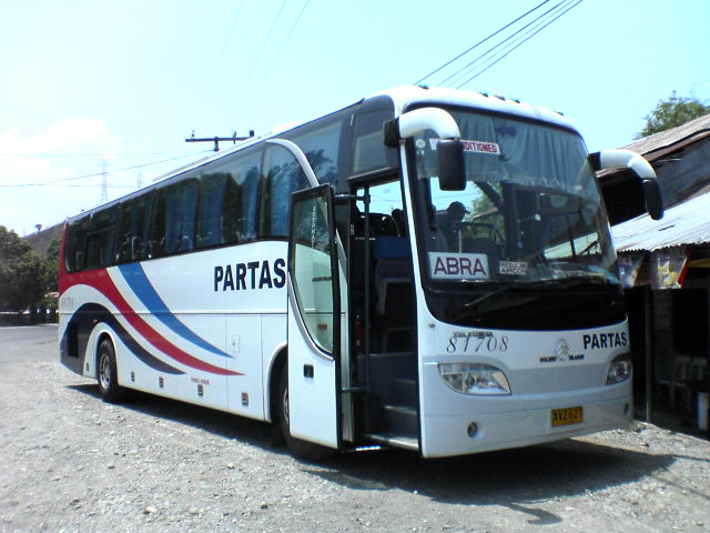 Provincial Philippines Golden Dragon bus operated by the Partas Transportation Co. Inc. (Photo By Badudoy at English Wikipedia, CC BY-SA 3.0)