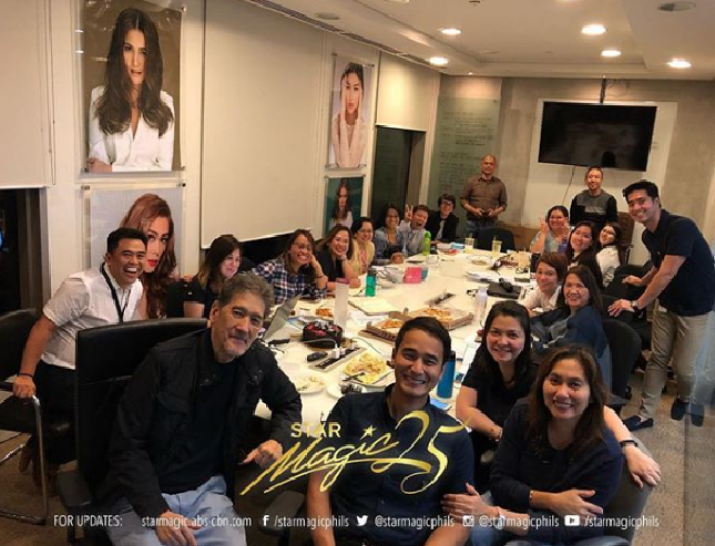 In a photo shared on the Instagram account of Star Magic, JM is seen with chairman emeritus Johnny Manahan and other staff. (Photo: Star Magic/Instagram)