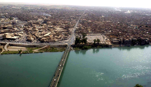 The Tigris River as it flows through Mosul, Iraq, as seen from a UH-60 Blackhawk from the 101st Airborne Division (Air Assault), 9th Aviation Battalion, A Company, June 16, 2003  (Photo By Sgt. Michael Bracken - http://www.defendamerica.mil/images/photos/june2003/essays/pi062303a1.jpg, Public Domain)