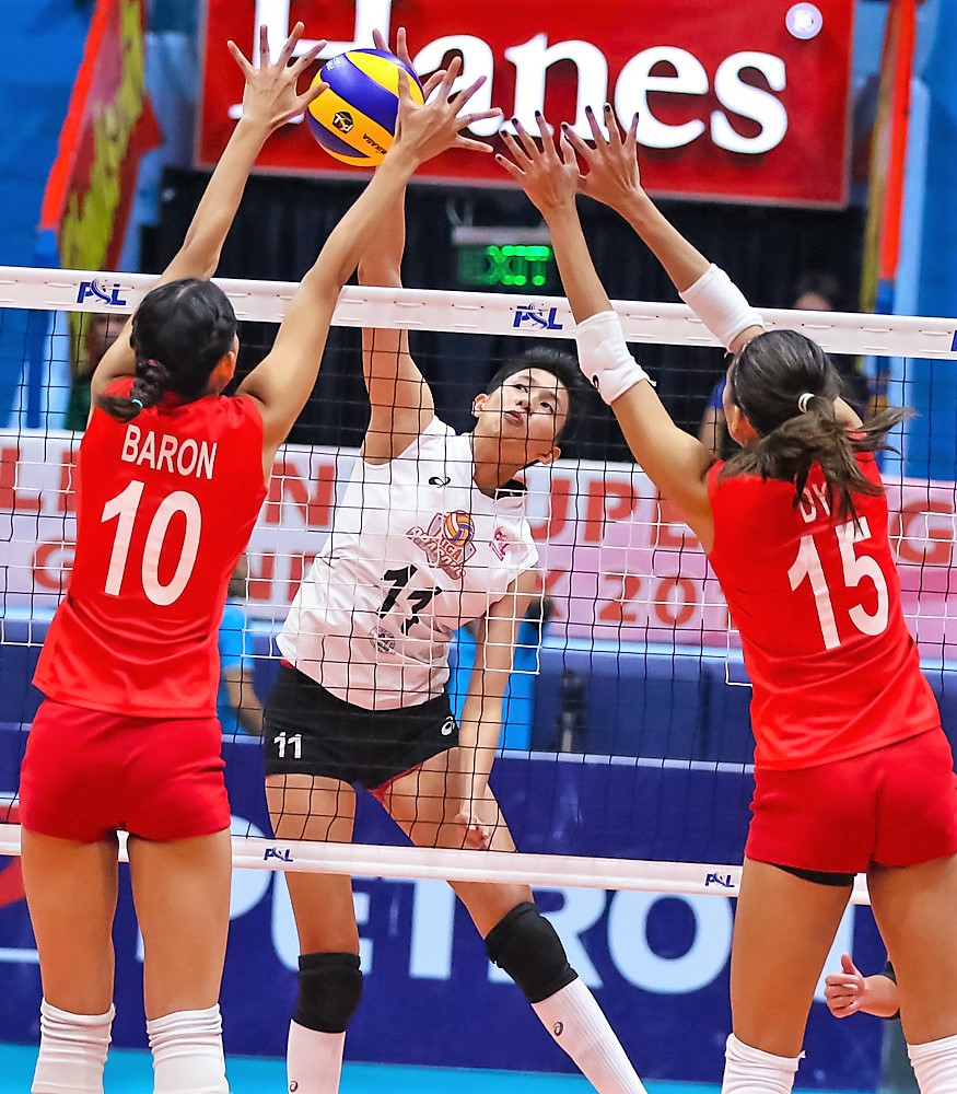 Iriga City's Kat Villegas against F2 Logistics players Majoy Baron and Kim Dy during the quarterfinal of the Chooks to Go-Philippine Superliga (PSL) Grand Prix at the Filoil Flying V Centre in San Juan City on Tuesday.  (PSL PHOTO)