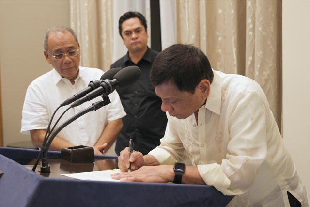 "FILE: Duterte expressed gratitude to lawmakers and to the Department of Budget and Management (DBM) headed by Secretary Benjamin Diokno for a budget that is ""pro-people, pro-investment, pro-growth, and pro-development."" (Presidential Photographers Division/Karl Alonzo)"