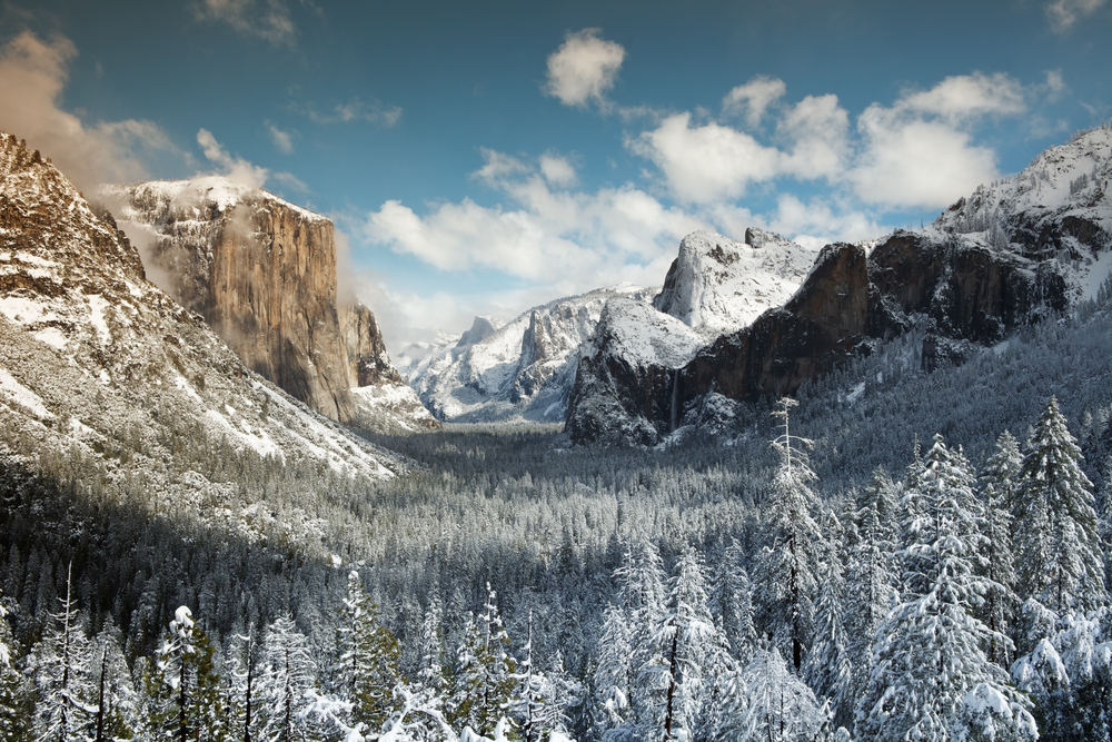"""Yosemite National Park might not seem like an ideal winter destination, particularly if you're from a part of the country where you'd like to trade in road salt for rim salt on your margarita and leave the words """"wind chill"""" behind. (Shutterstock)"""