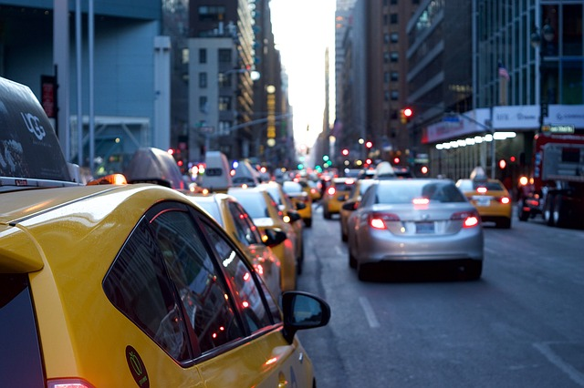 Aiming to resolve the worsening traffic in the country, particularly Metro Manila, the House of Representatives  filed  House Bill 4334 or the Traffic Crisis Act of 2016 while the Senate proposed Senate Bill 1284 or the Traffic and Congestion Act of 2016. (Pixabay photo)