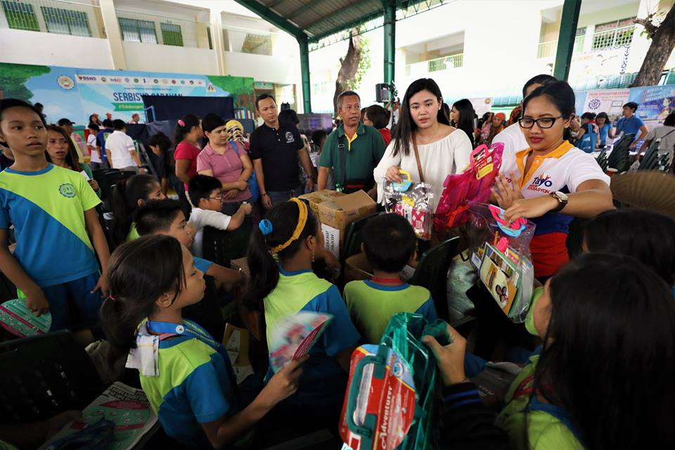 Palace says Duterte committed to hike teachers' pay