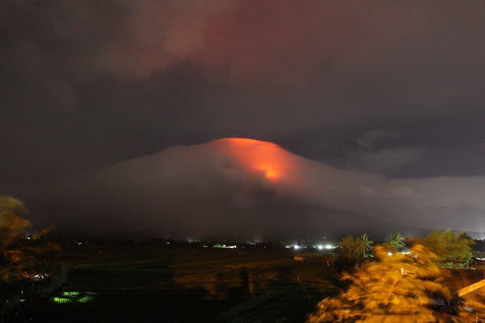 Mayon's crater is exhibiting bright crater glow that signifies the growth of a new lava dome and beginnings of lava flow towards the southern slopes