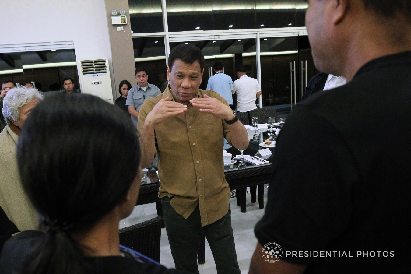 President Rodrigo Duterte on Monday directed government forces to shoot him if he dares to go beyond his six-year term. (ACE MORANDANTE/PRESIDENTIAL PHOTO)
