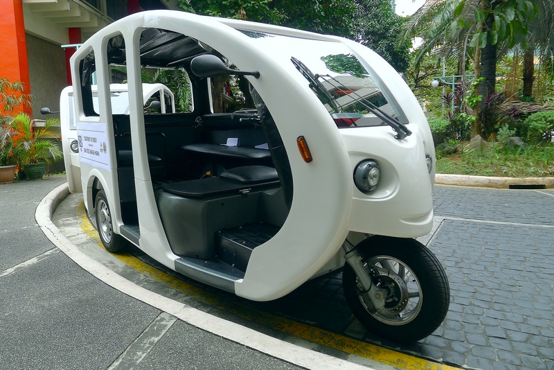 EASY RIDE. The environment-friendly e-trike has a pedestrian side access. (Photo by Albert-Anthony Abando)