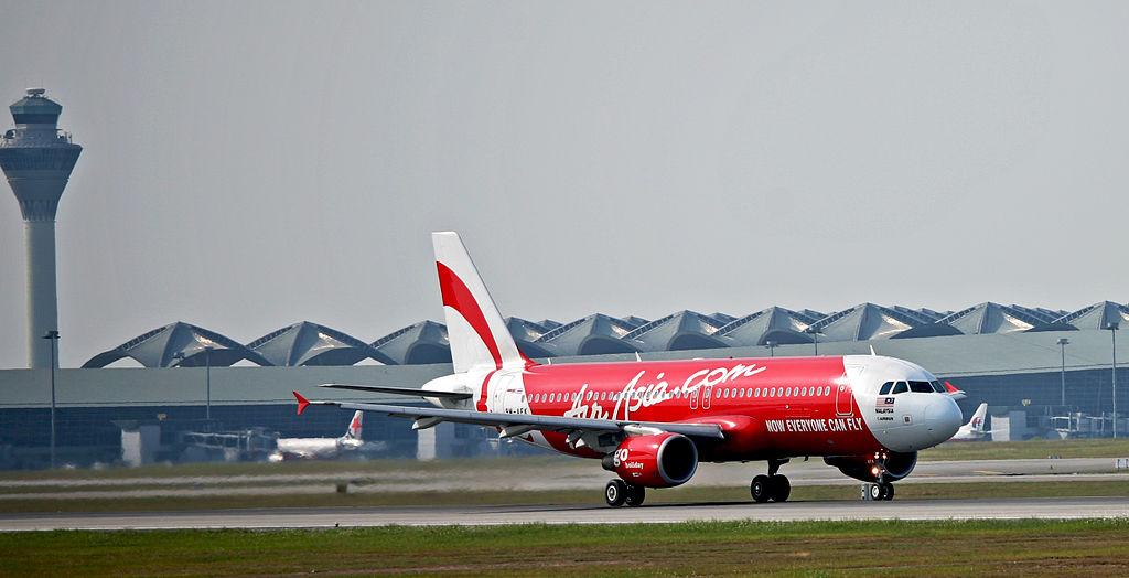 AirAsia Airbus A320 departing Kuala Lumpur International Airport (Phtoto By Jyi1693 at en.wikipedia, CC BY-SA 3.0)