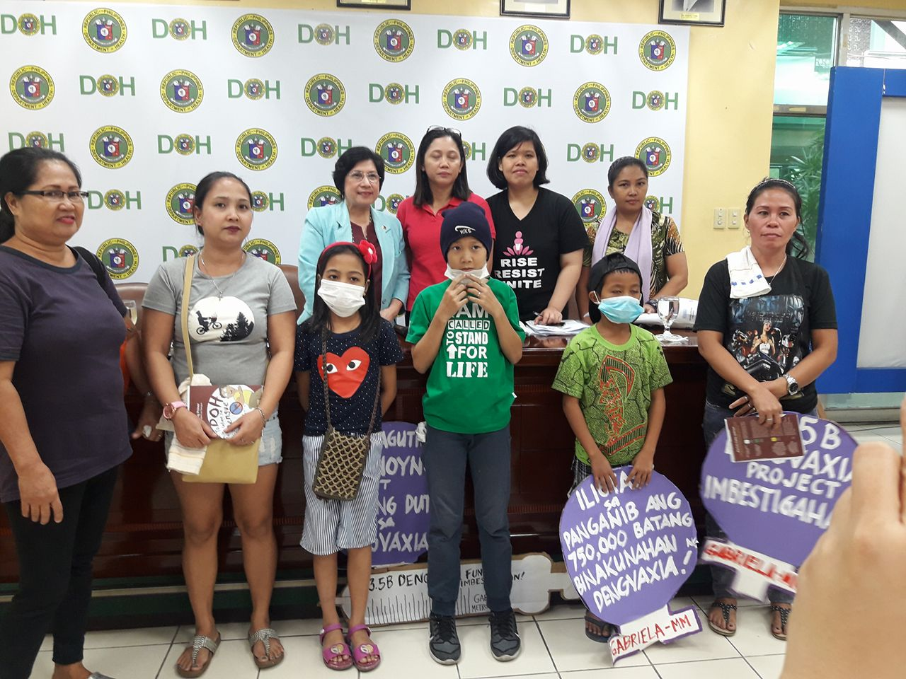 DENGVAXIA HELP. Assistant Secretary Maria Francia Laxamana (in light blue) and Gabriela Rep. Arlene Brosas (in pink) pose with members of Gabriela-Metro Manila following their dialogue at the Department of Health on Wednesday (Feb. 7, 2018). The department assured members of Gabriela that they will provide medical services to children who received Dengvaxia, after the latter staged a protest to air concerns over the children's safety. (Photo by Leilani S. Junio)