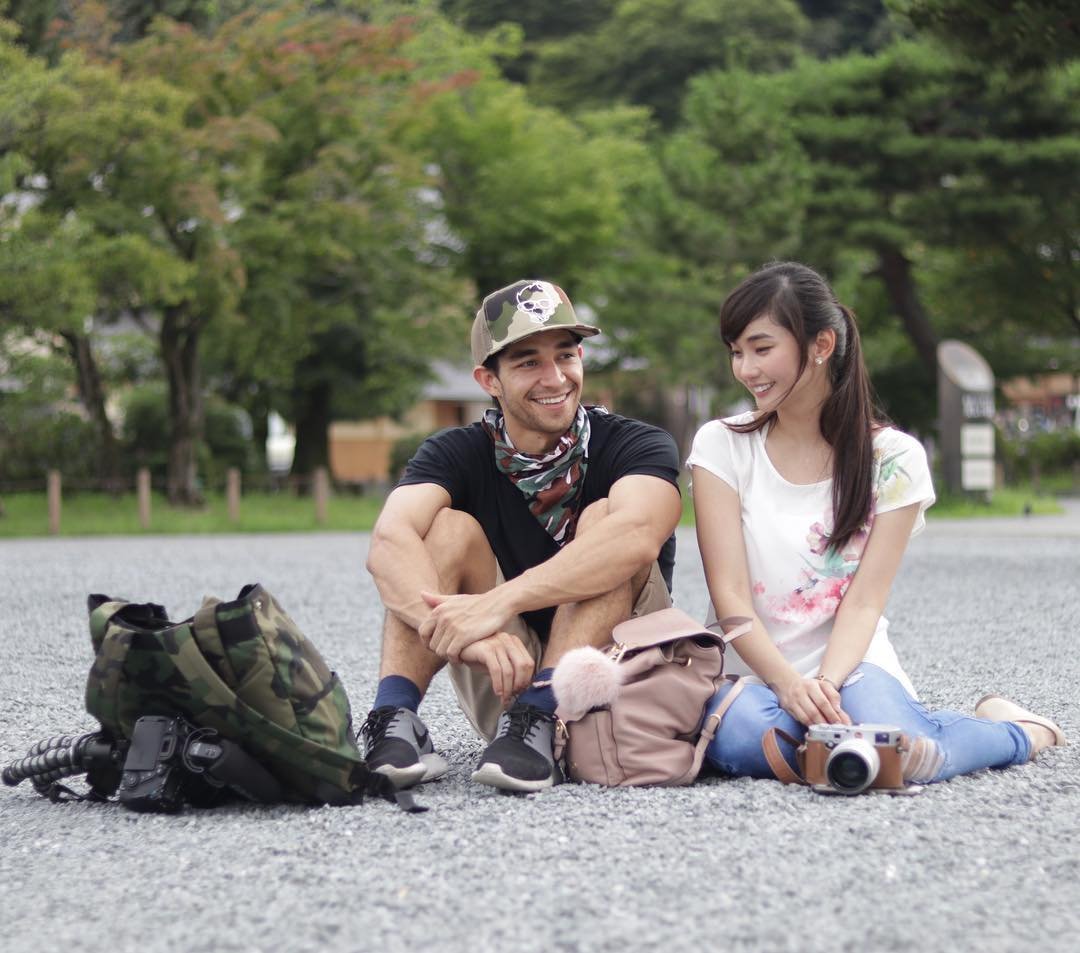 "In a video blog (vlog) entitled The Truth About My ""Fake Relationship"" posted on Wil's YouTube channel, he and Alodia laughed off rumours that they are in a ""staged relationship"" to gain a larger following on the internet. (Photo: Wil Dasovich/Facebook)"
