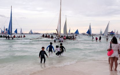 Cimatu said the Department of Environment and Natural Resources' (DENR) crackdown will continue until pollution problem in Boracay is addressed. (PNA PHOTO)