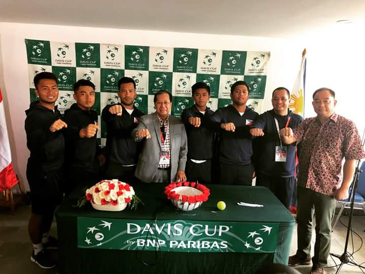 Members of the Philippine team with Philippine Tennis Association president, Atty. Antonio Cablitas (4th from left) during the draw ceremony in Jakarta, Indonesia on Friday. (Photo by Cynthia Wibaba)