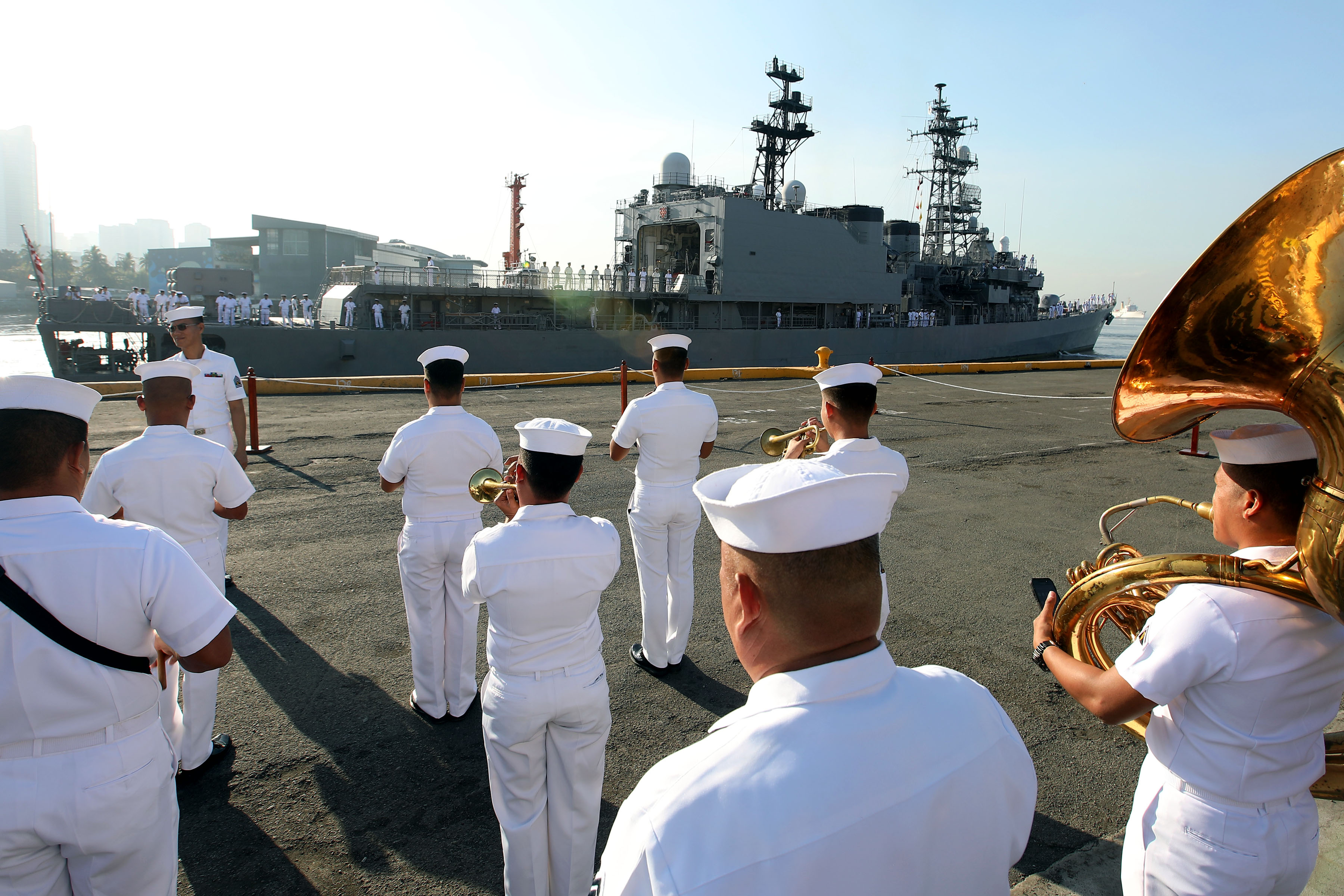"""PH-JAPAN NAVAL COOPERATION. The Philippine Navy (PN) band welcomes the Japanese destroyer, JS Amagiri (DD-154), for the """"PASSEX"""" (also known as passage exercises) on Friday (Feb. 2, 2018) held at the Manila South Harbor in Manila City. The PASSEX involves communication exercises between PN units and anti-collision procedures. JS Amagiri, meanwhile, is an Asagiri-class destroyer and specializes in anti-submarine and anti-surface warfare. (PNA photo by Joey Razon)"""