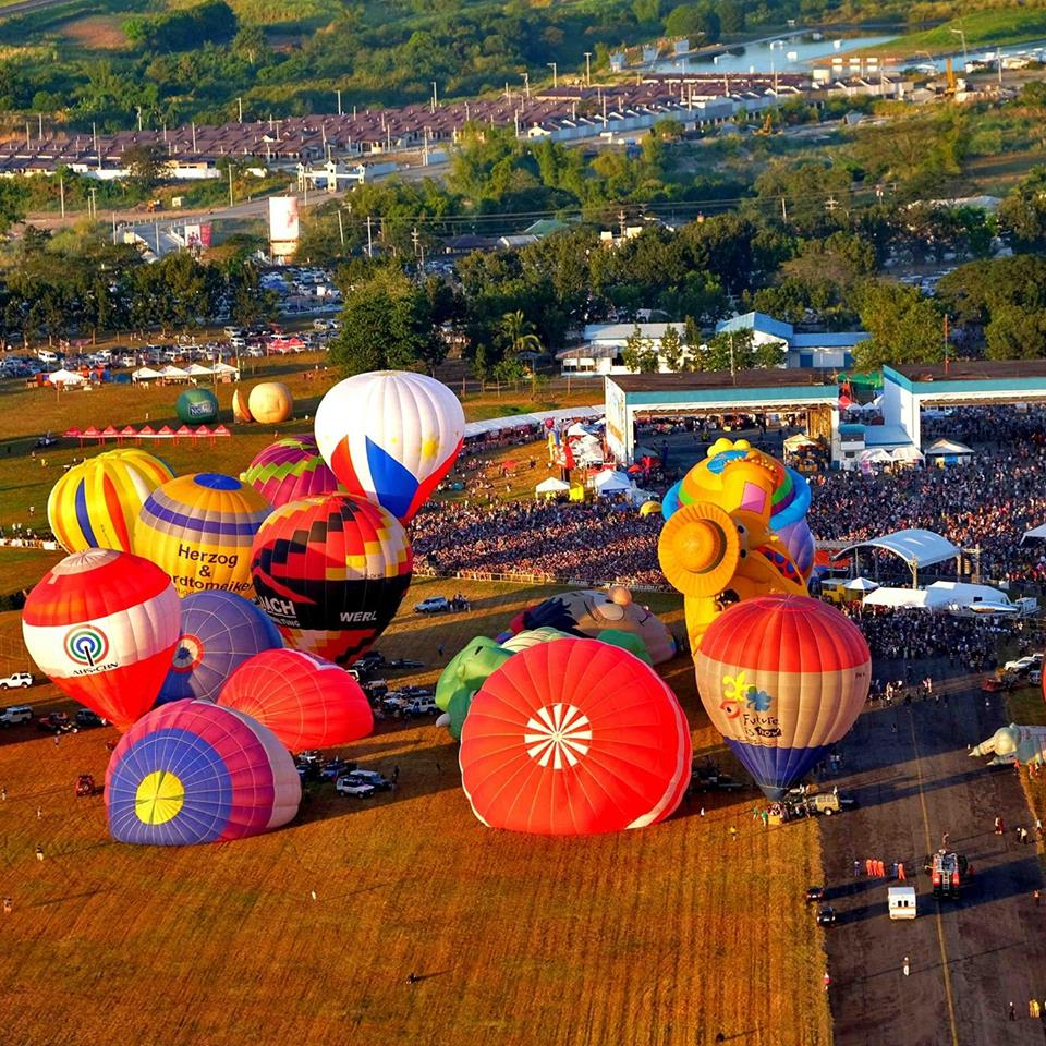 """As the 22nd Philippine International Hot Air Balloon Fiesta (PIHABF) kicked off their first day of """"everything that flies"""" week, one of its main attractions this year, the Flying Circus Aerosuperbatics WingWalkers from the United Kingdom said Filipinos accorded them the """"warmest welcome"""" they could ever wish for. (Photo: Philippine International Hot Air Balloon Fiesta/Facebook)"""