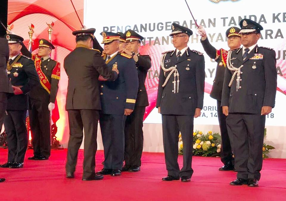 """The INP awarded its highest award, which is the """"Bintang Bhayangkara Utama"""" to Dela Rosa during a grand conferment ceremony at the Indonesian Police Academy headquarters in Jakarta. (Photo: Philippine National Police/Facebook)"""