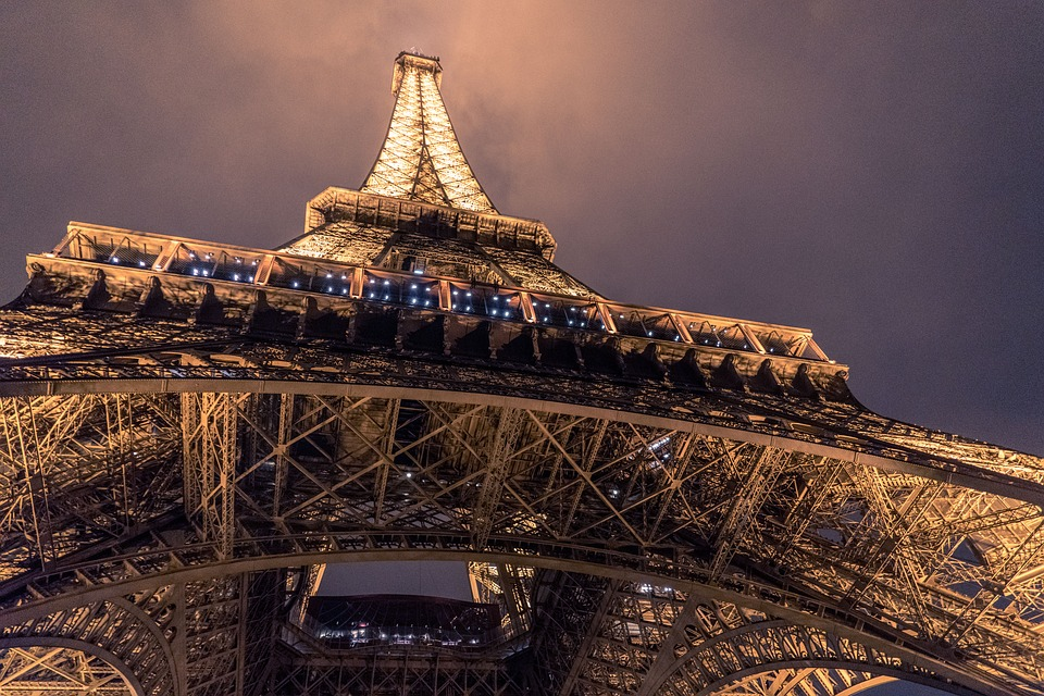 Snow and freezing rain pummeled parts of France on Friday, shutting down the Eiffel Tower but covering Paris in a gorgeous coat of white. (Pixabay photo)