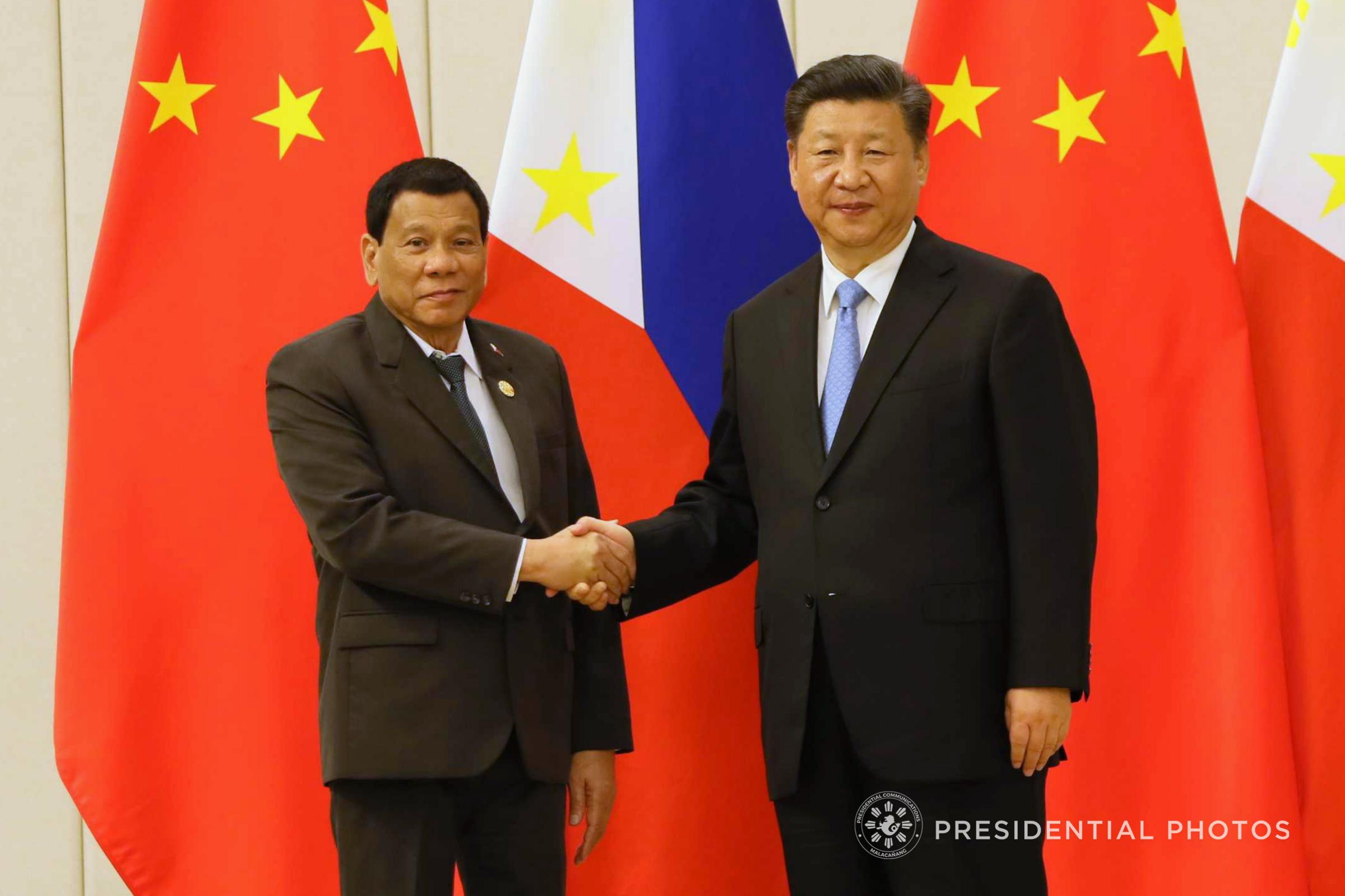 President Rodrigo Roa Duterte and People's Republic of China President Xi Jinping pose for