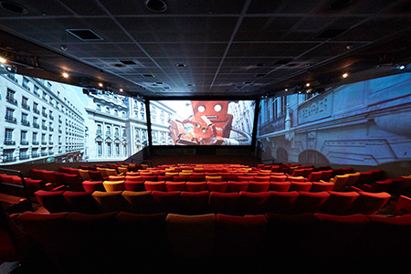 To Fend Off Netflix Movie Theatres Try 3 Screen Immersion