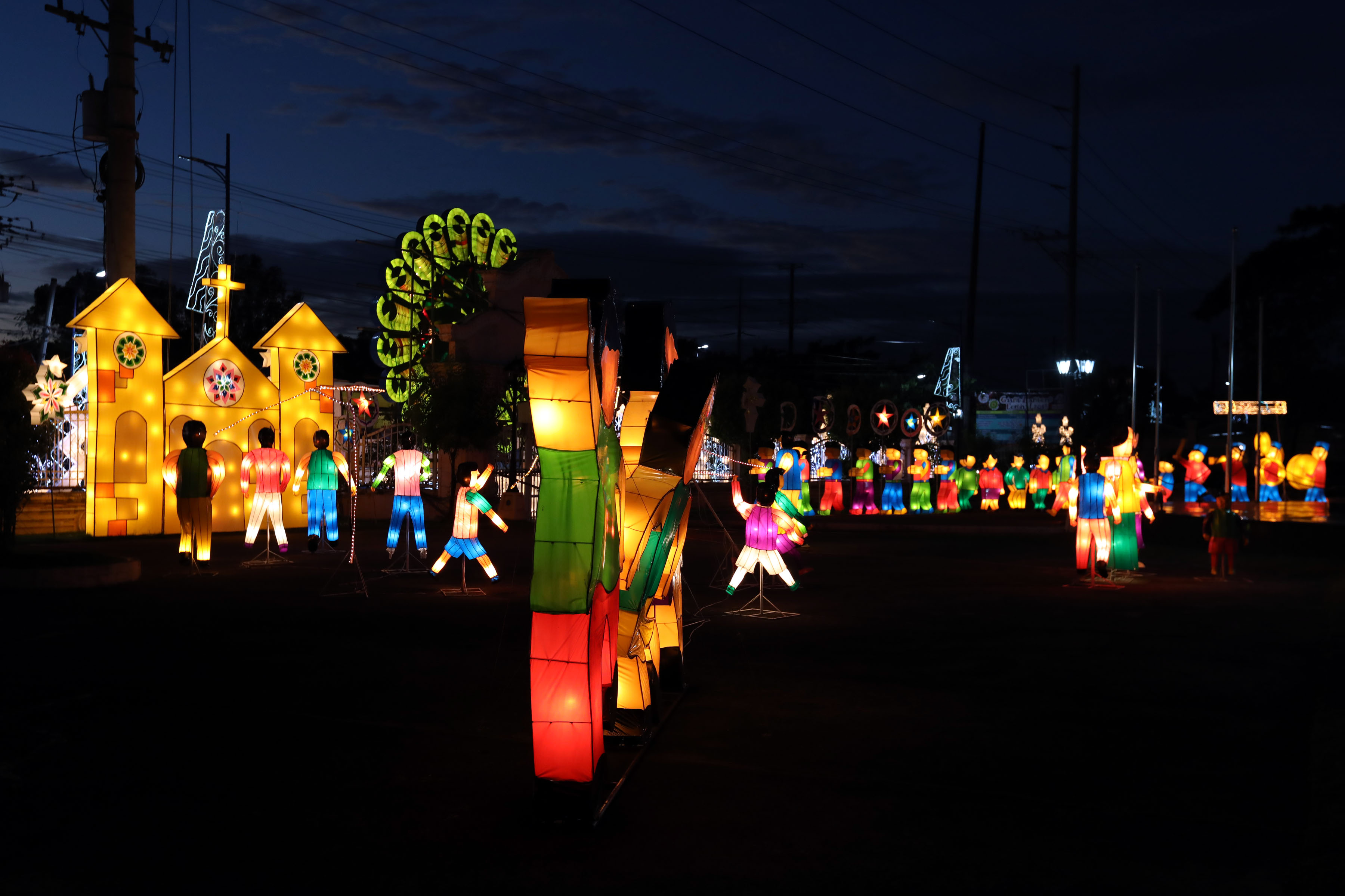 Christmas Lights In Pampanga.Luzon Mindanao Home Of Ph S Merriest Light Festivals