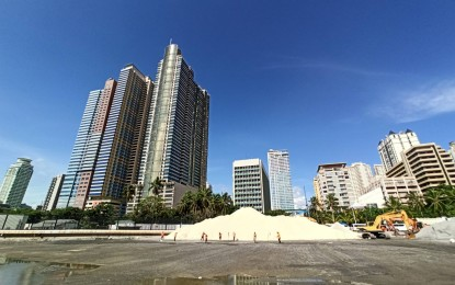 Crushed dolomite boulders used in Manila Bay sand overlay ...